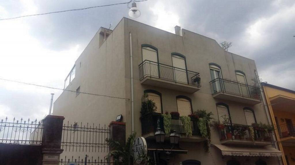 Appartamento in Vendita a Aci Castello Centro: 3 locali, 90 mq