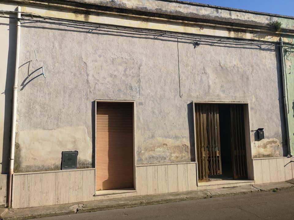 Appartamento in vendita a Veglie, 5 locali, prezzo € 75.000 | PortaleAgenzieImmobiliari.it