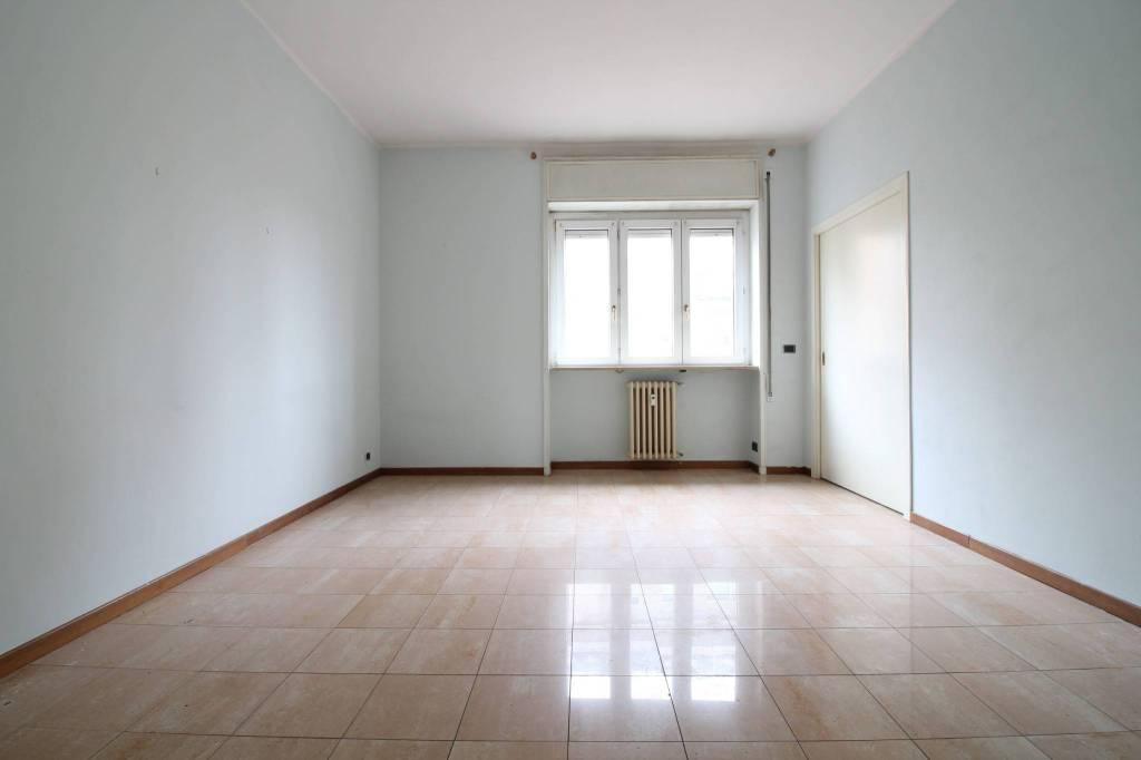 Appartamento in buone condizioni in vendita Rif. 9319783