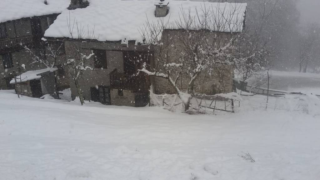 Foto 1 di Casa indipendente Viù