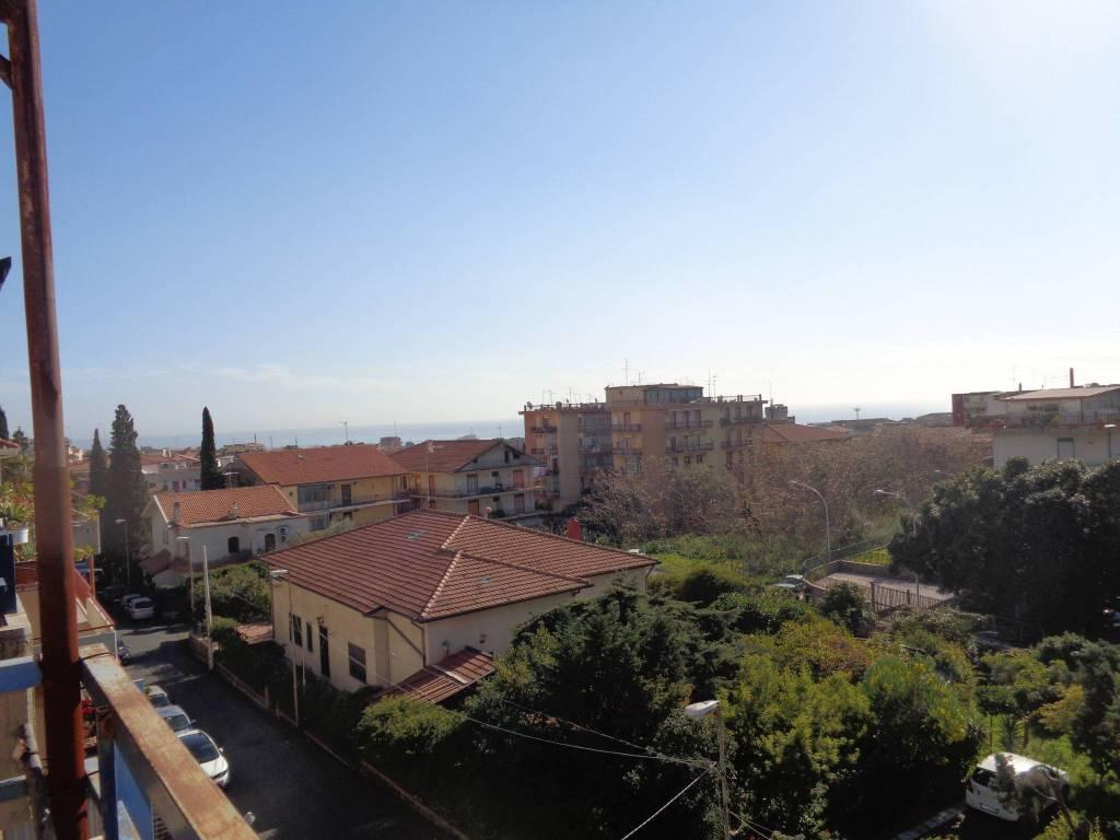 Attico / Mansarda in vendita a Catania, 3 locali, prezzo € 135.000   CambioCasa.it