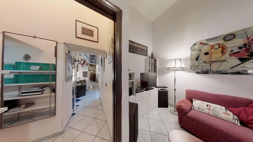 Appartamento in vendita 4 vani 165 mq.  via Atri Napoli
