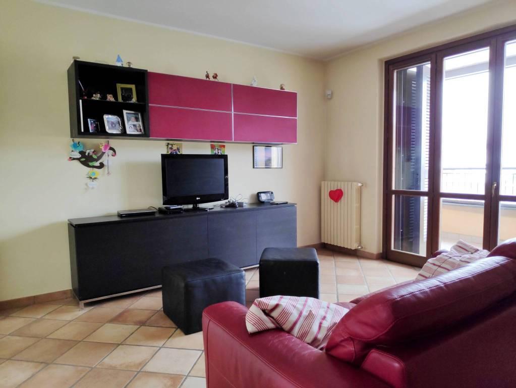 Appartamento in ottime condizioni in vendita Rif. 8551338