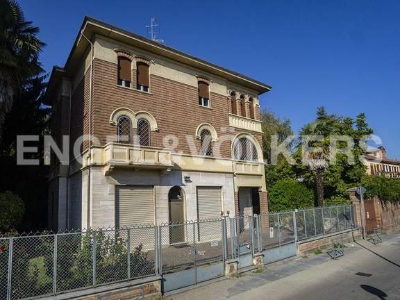 Foto 1 di Villa via Gioacchino Testa 55, Asti