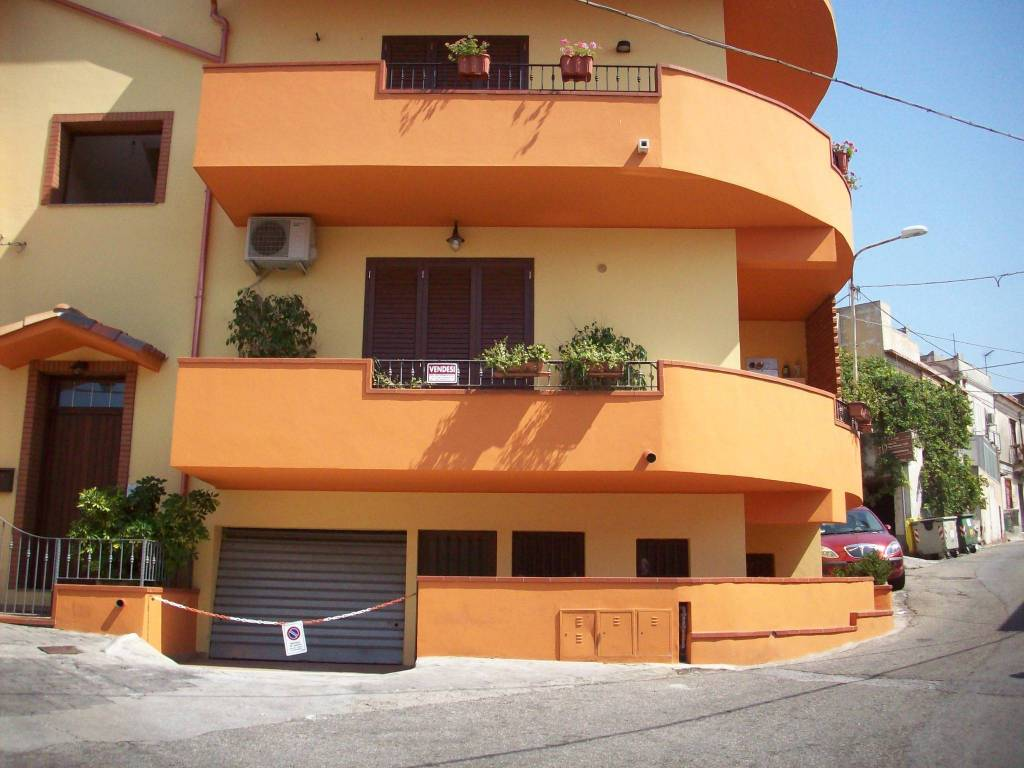 Appartamento in Vendita a Venetico Periferia: 3 locali, 100 mq