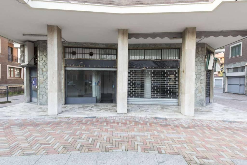 Negozio-locale in Affitto a Segrate: 1 locali, 88 mq