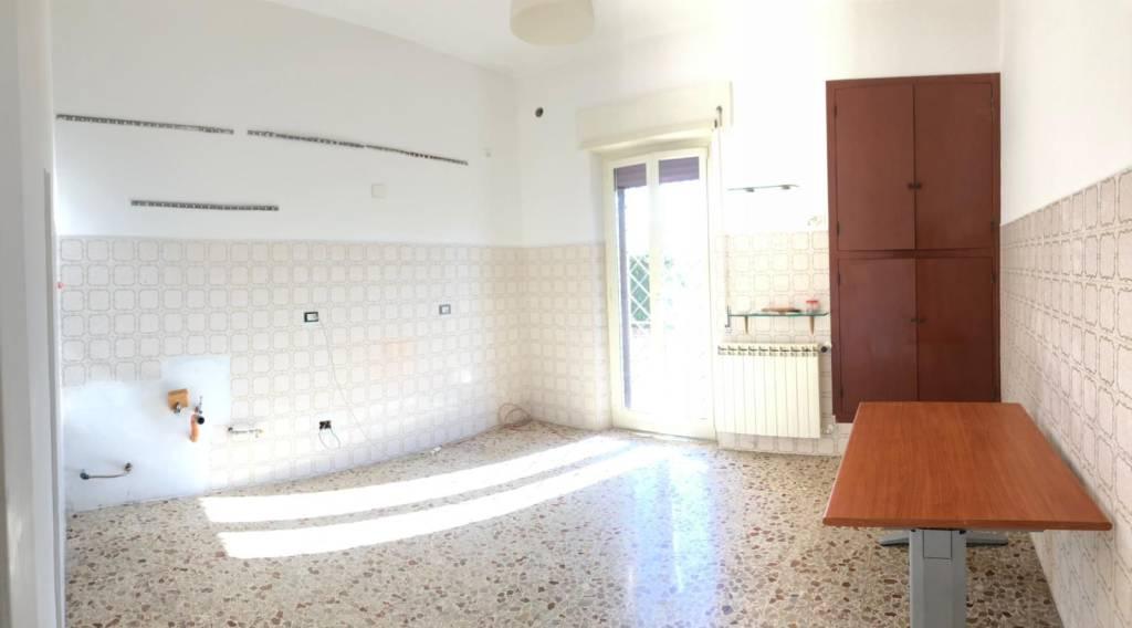Appartamento in buone condizioni in affitto Rif. 9337369