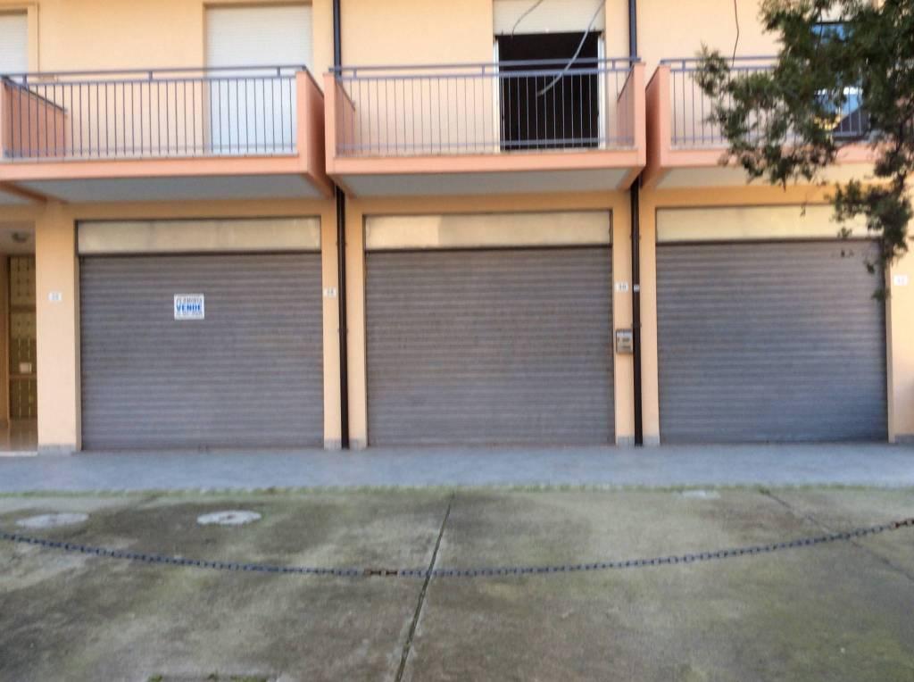 Negozio-locale in Vendita a Rimini Periferia Sud: 1 locali, 130 mq
