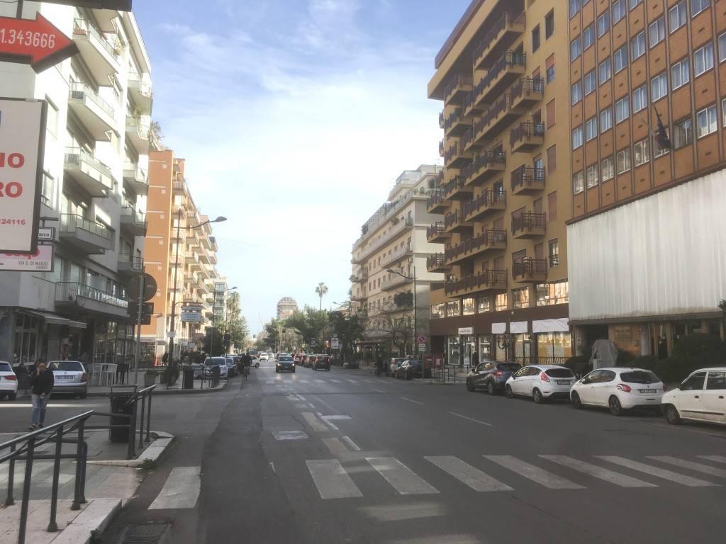 Negozio-locale in Affitto a Palermo Centro: 2 locali, 150 mq