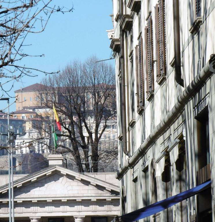 Foto 1 di Appartamento viale Papa Giovanni XXIII 68, Bergamo