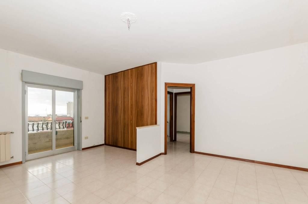 Appartamento da ristrutturare in vendita Rif. 7944025