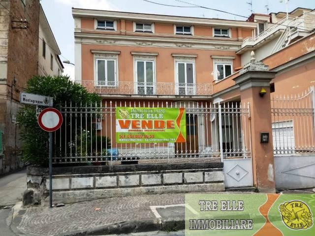 Appartamento in buone condizioni in vendita Rif. 6841543