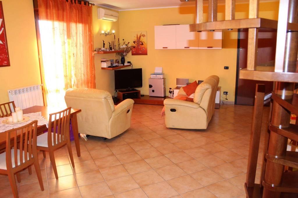 Appartamento in ottime condizioni in vendita Rif. 7807539