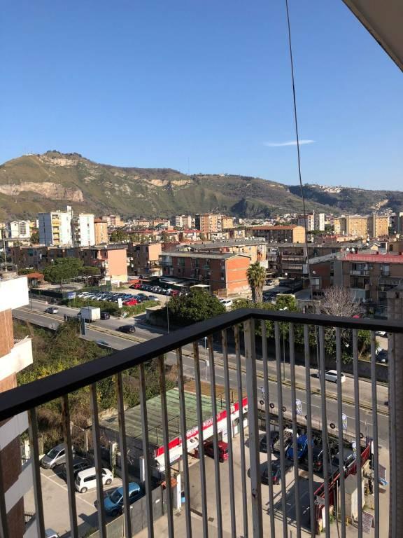 Appartamento in vendita 3 vani 100 mq.  via Cintia Napoli