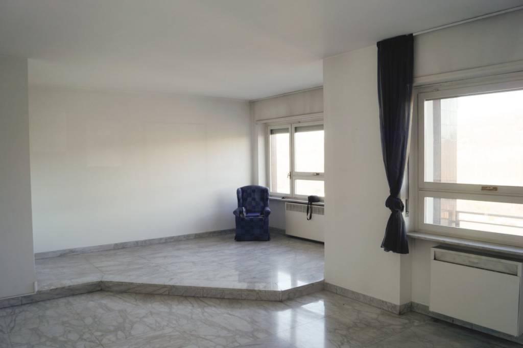 Foto 1 di Appartamento corso Unità d'Italia 235, Torino (zona Valentino, Italia 61, Nizza Millefonti)