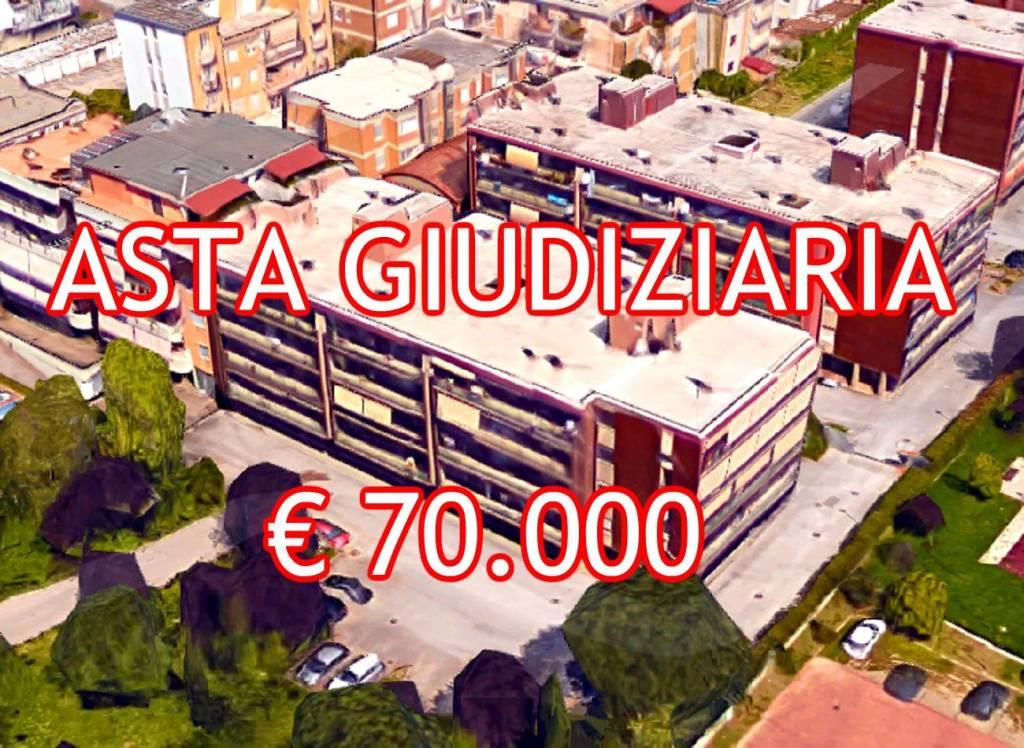 Appartamento in buone condizioni in vendita Rif. 8910558