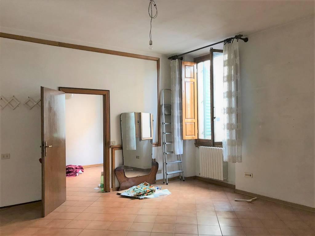 Appartamento in vendita 4 vani 96 mq.  viale dei Mille Firenze