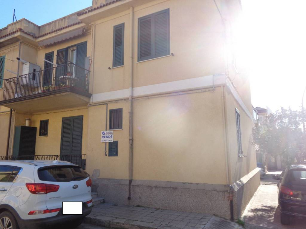 Appartamento in buone condizioni in vendita Rif. 9122447
