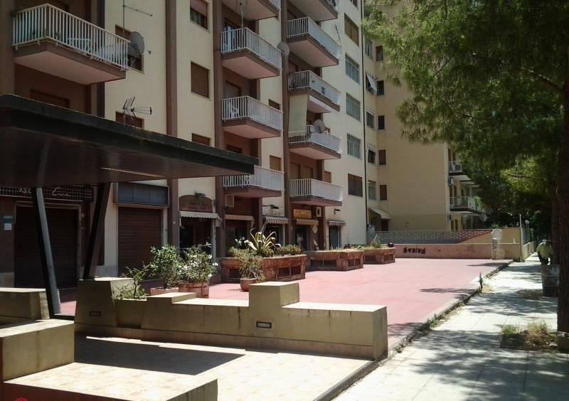 Negozio-locale in Vendita a Palermo: 1 locali, 91 mq