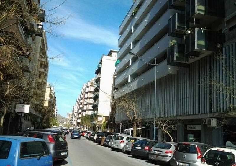 Appartamento in Vendita a Palermo Semicentro: 5 locali, 200 mq
