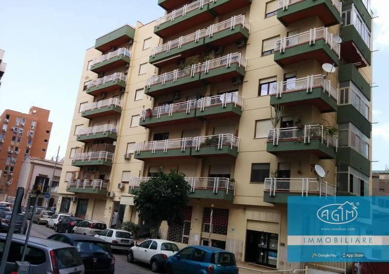 Appartamento in Vendita a Palermo Semicentro Nord: 5 locali, 186 mq