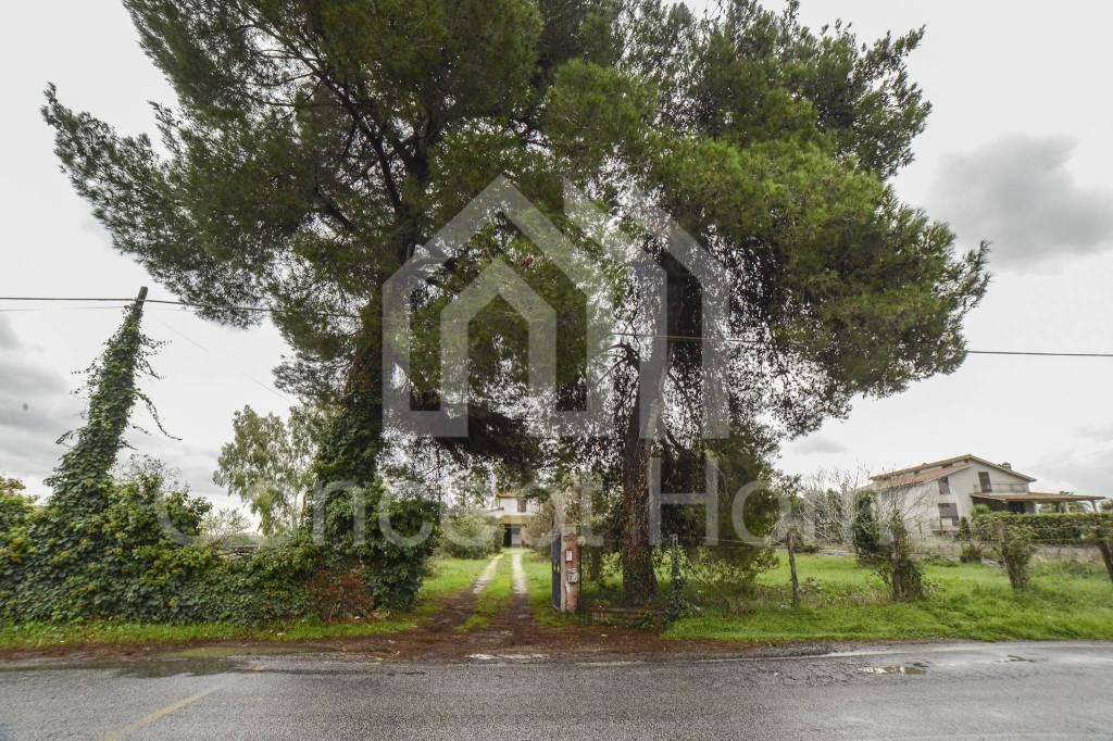 Rustico / Casale in vendita a Roma, 5 locali, zona Zona: 42 . Cassia - Olgiata, prezzo € 390.000 | CambioCasa.it