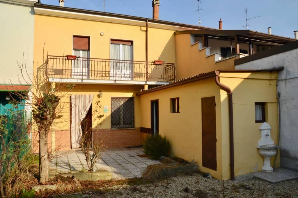 Appartamento in vendita a Zinasco, 4 locali, prezzo € 68.000 | CambioCasa.it