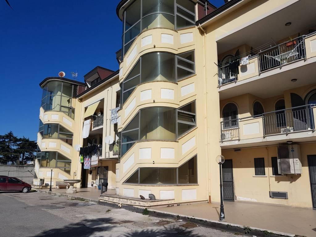 Appartamento in buone condizioni arredato in affitto Rif. 8031930