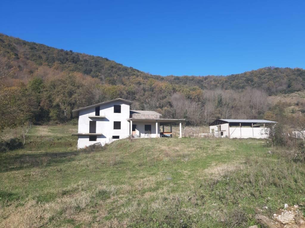 Attività / Licenza in vendita a Pietravairano, 6 locali, prezzo € 550.000 | CambioCasa.it