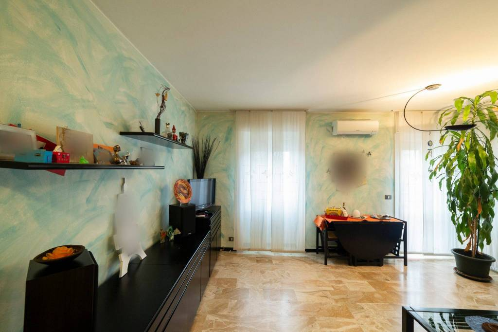 Appartamento in buone condizioni in vendita Rif. 8803190