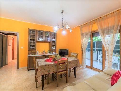 Appartamento in ottime condizioni parzialmente arredato in vendita Rif. 8911144