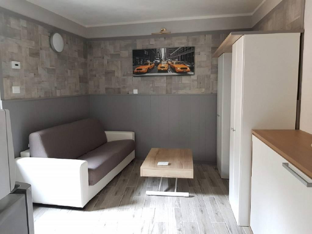 Appartamento in ottime condizioni arredato in vendita Rif. 7587409