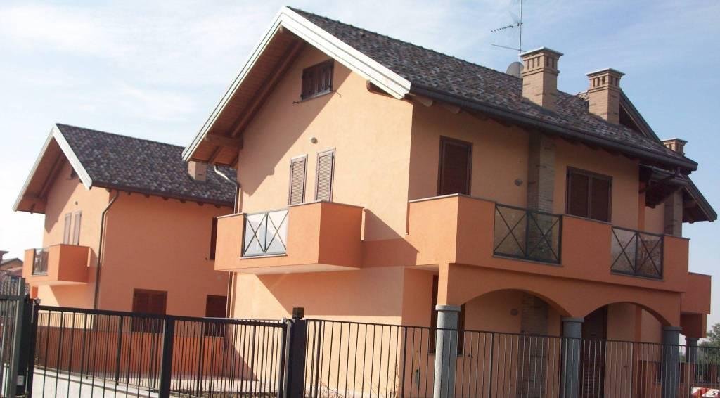 Appartamento in ottime condizioni arredato in affitto Rif. 8908918