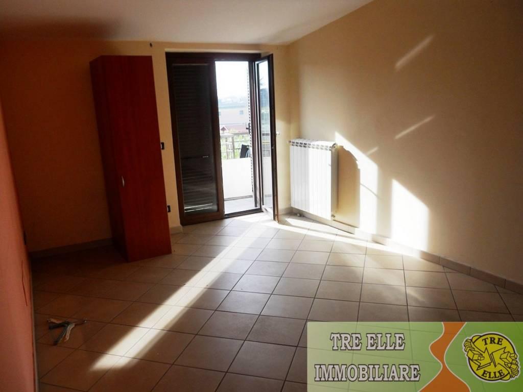 Appartamento in buone condizioni in affitto Rif. 8986779