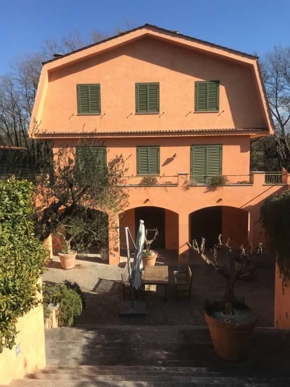 Villa in vendita a Formello, 8 locali, prezzo € 850.000   CambioCasa.it