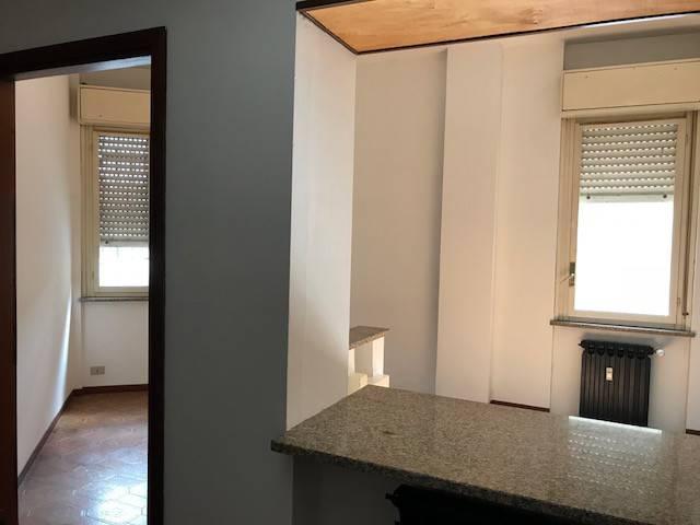 Ufficio / Studio in affitto a Cameri, 2 locali, prezzo € 400 | CambioCasa.it