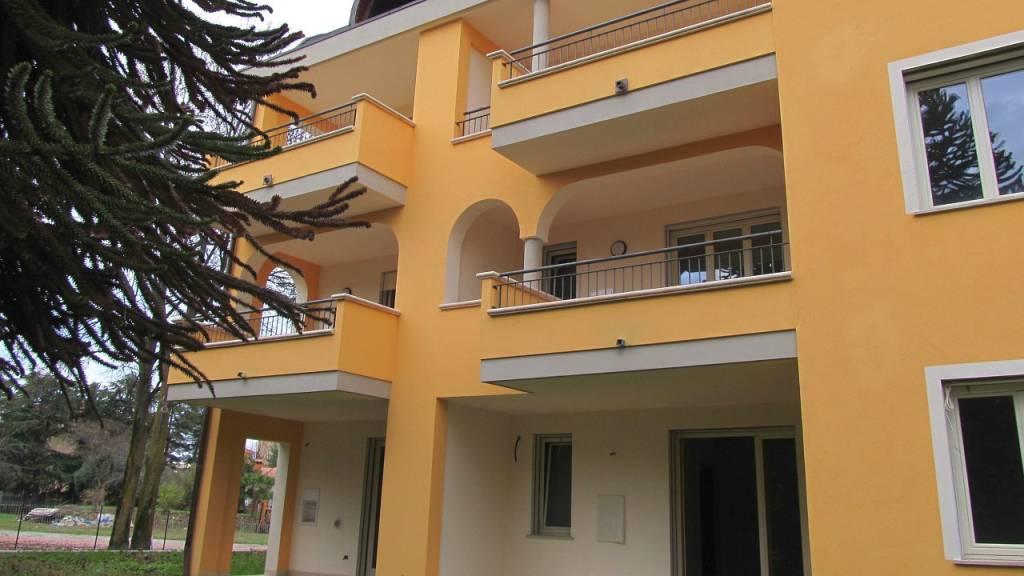 Divano Angolare A Borgomanero.Annunci Immobiliari Di Appartamenti Con Terrazzo A Borgomanero Pag