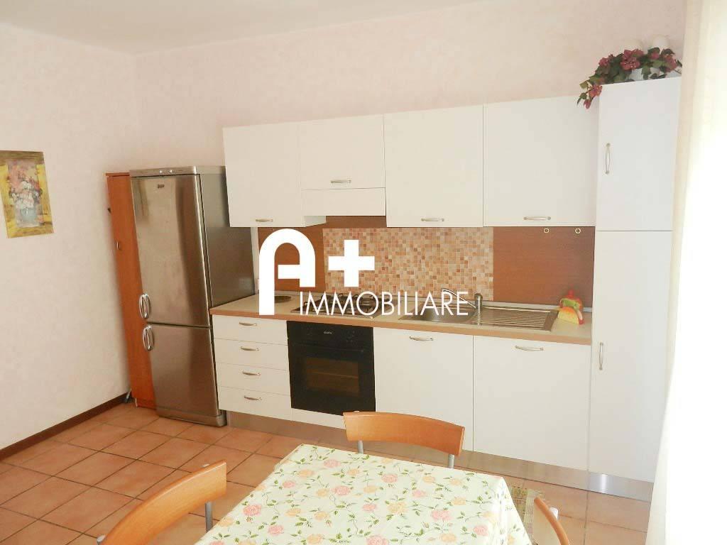 Appartamento in buone condizioni arredato in affitto Rif. 7907859