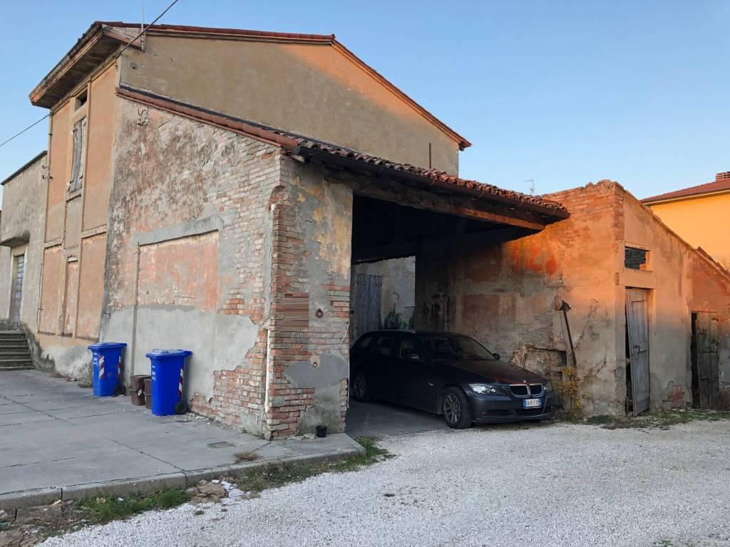 Magazzino in vendita a Sissa-Trecasali, 4 locali, prezzo € 83.000 | CambioCasa.it