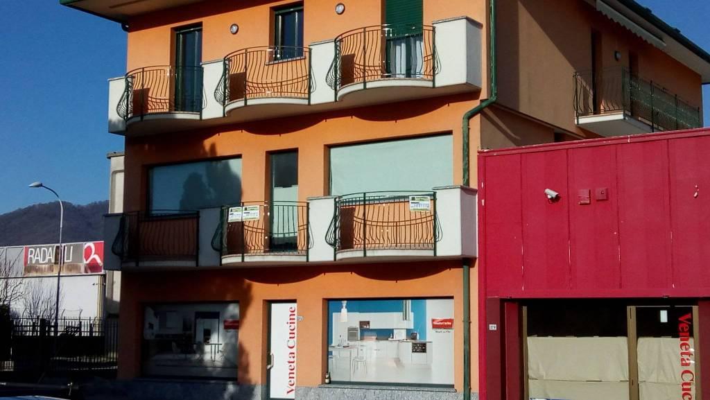 Negozio / Locale in affitto a Calusco d'Adda, 1 locali, prezzo € 1.200 | PortaleAgenzieImmobiliari.it