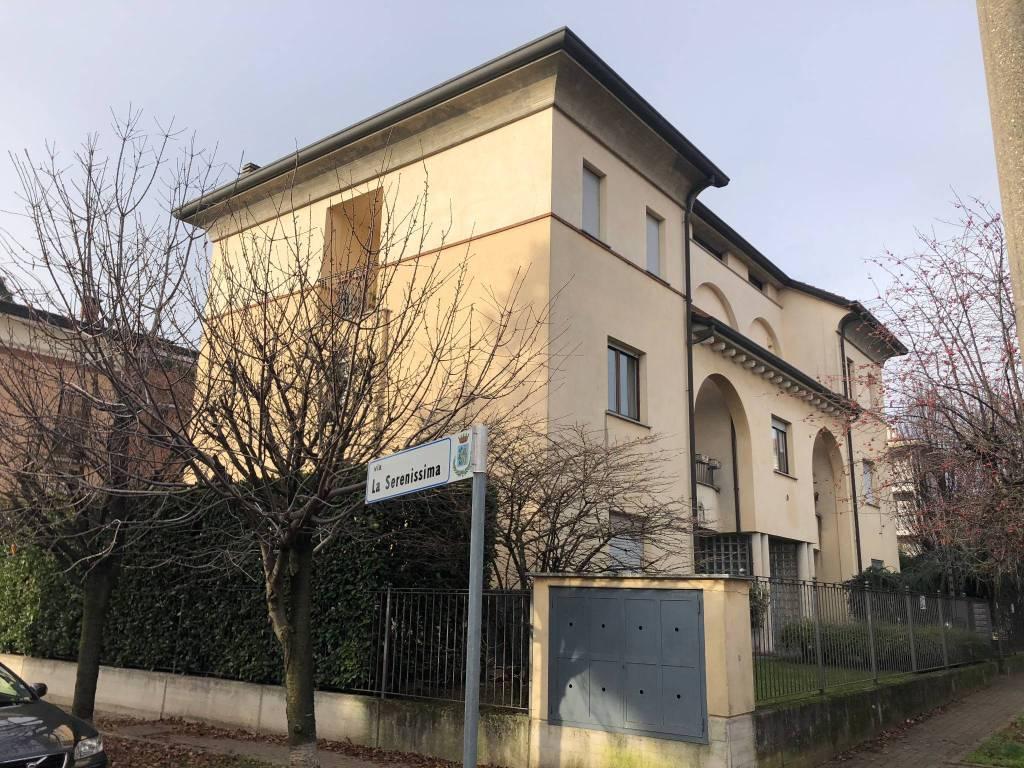 Appartamento in ottime condizioni in vendita Rif. 8425665
