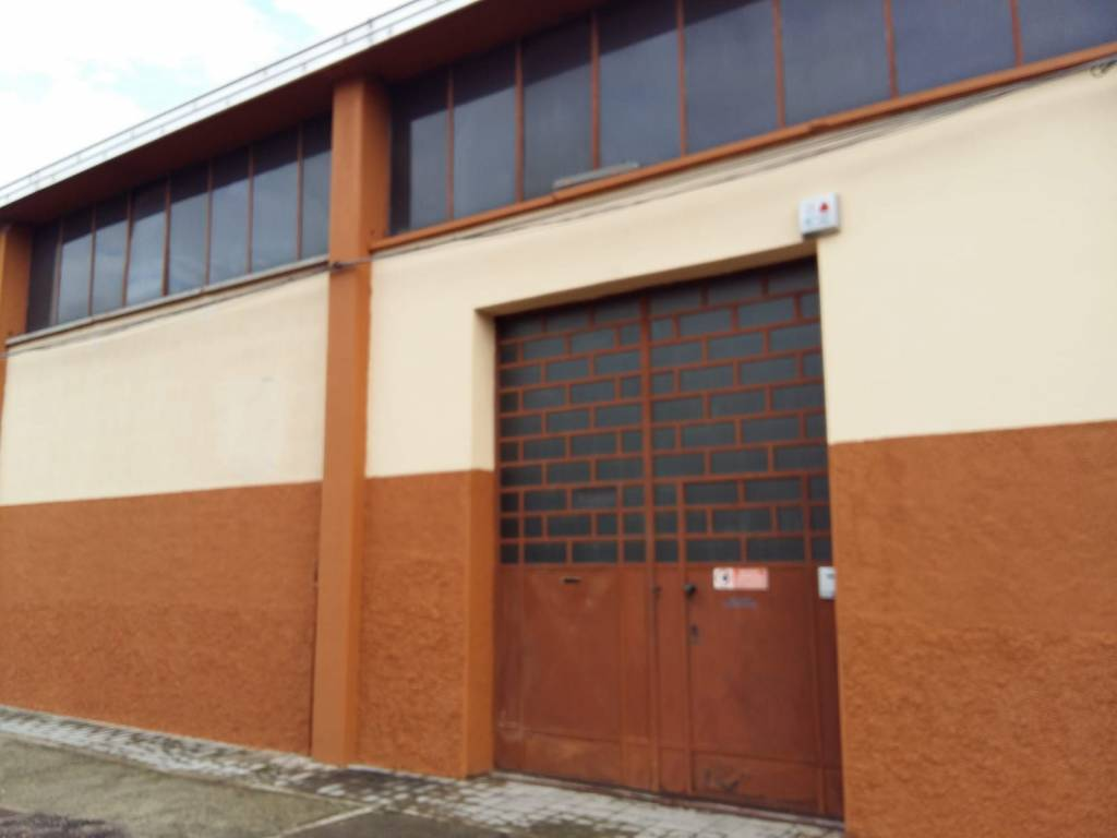 Capannone in vendita a Caronno Pertusella, 4 locali, prezzo € 350.000 | PortaleAgenzieImmobiliari.it