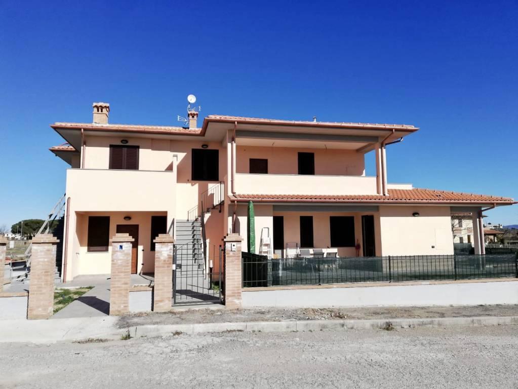 Appartamento in Vendita a Castiglione Del Lago Centro:  4 locali, 76 mq  - Foto 1
