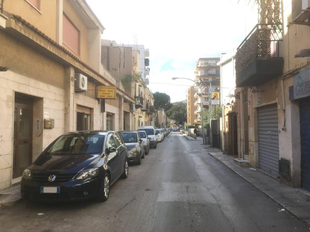 Appartamento in Vendita a Palermo Semicentro: 4 locali, 131 mq