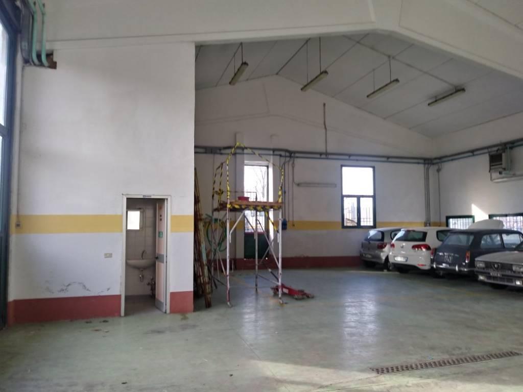Magazzino in affitto a Berlingo, 2 locali, prezzo € 1.800 | CambioCasa.it