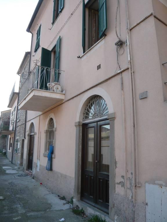 Appartamento in vendita a Pontremoli, 4 locali, prezzo € 65.000 | PortaleAgenzieImmobiliari.it