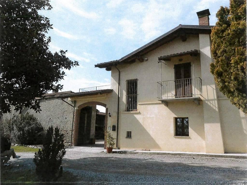 Villa in vendita a Pinerolo, 6 locali, prezzo € 130.000 | CambioCasa.it