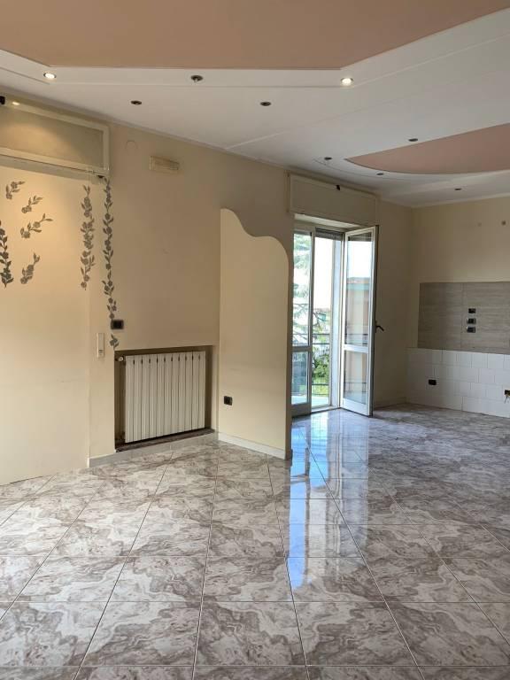 Appartamento in buone condizioni in affitto Rif. 9209741