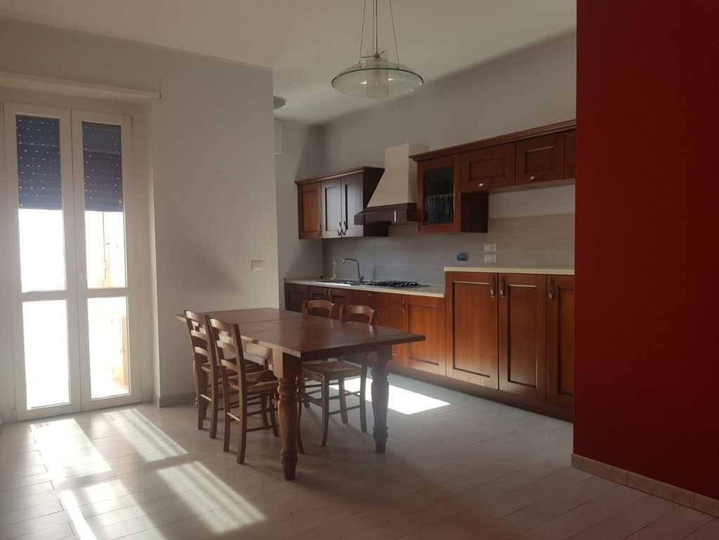Appartamento in ottime condizioni parzialmente arredato in affitto Rif. 8314382