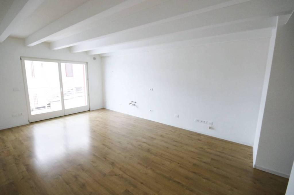 Appartamento in ottime condizioni in vendita Rif. 8138152